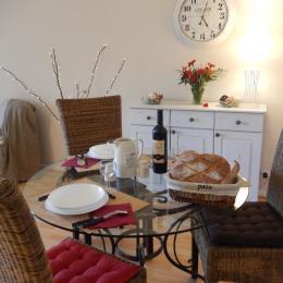 Le coin repas au Monteverdi - Location de vacances - Muret