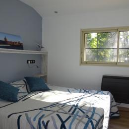 La chambre à l'étage avec son lit King size - Chambre d'hôtes - Villaudric