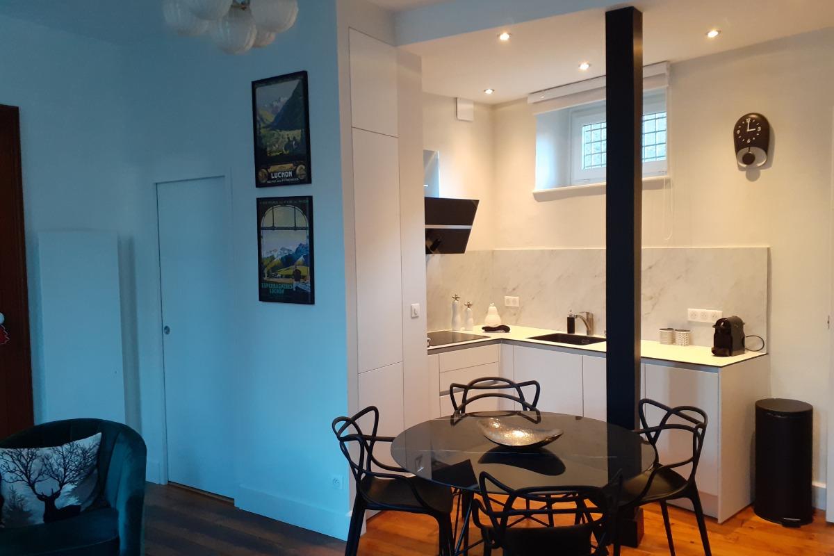 Coin cuisine et espace repas - Location de vacances - Bagnères-de-Luchon