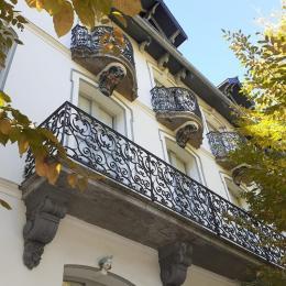 Séjour et vue balcon - Location de vacances - Bagnères-de-Luchon