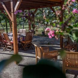 terrasse petit dej - Chambre d'hôtes - Castéra-Verduzan