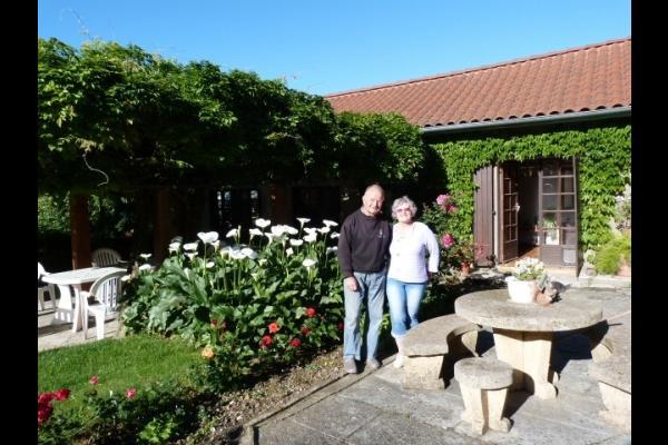 Aimé et Chantal sont présents pour vous accueillir - Chambre d'hôtes - Miélan