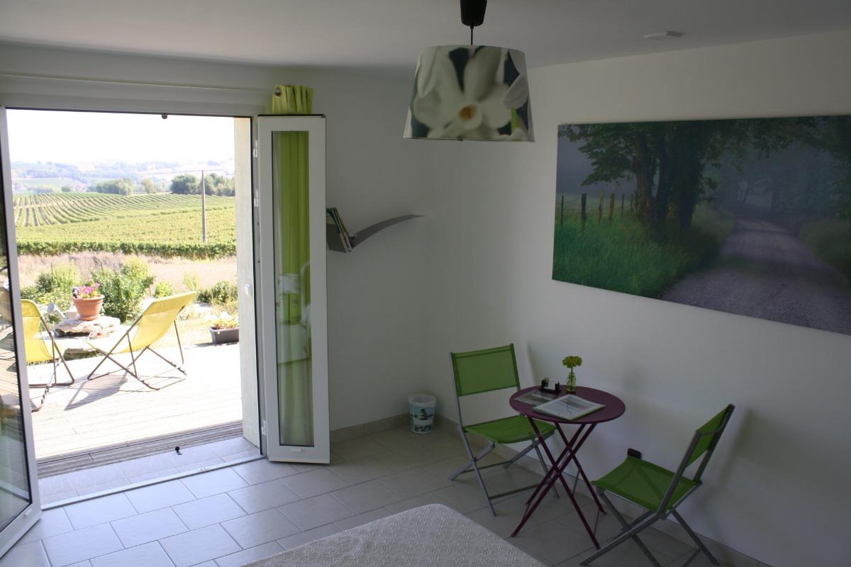 la chambre, accès direct à la terrasse - Chambre d'hôtes - Lauraët