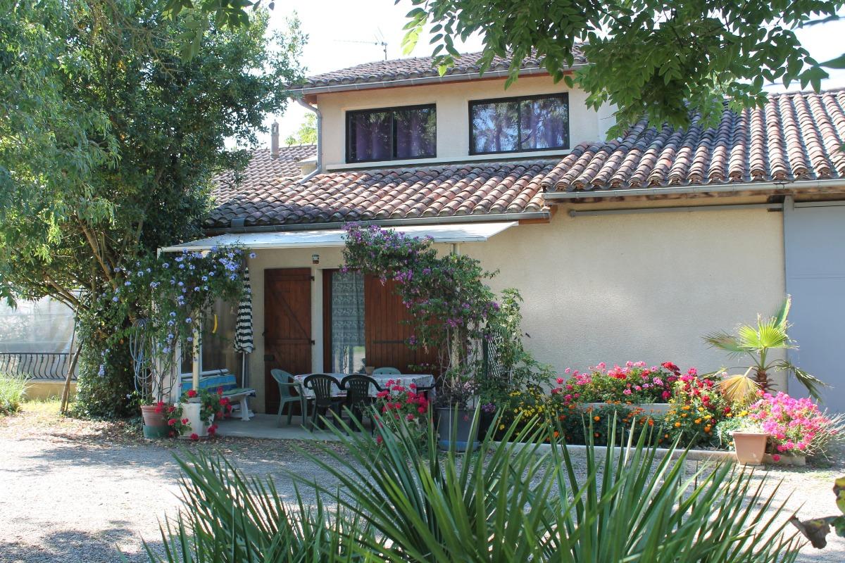 façade principale entrée et terrasse - Location de vacances - Goutz