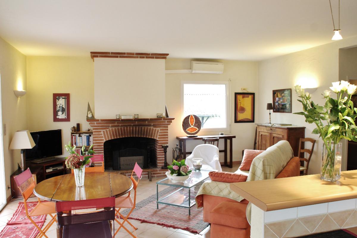 Le salon - Location de vacances - Monlaur-Bernet