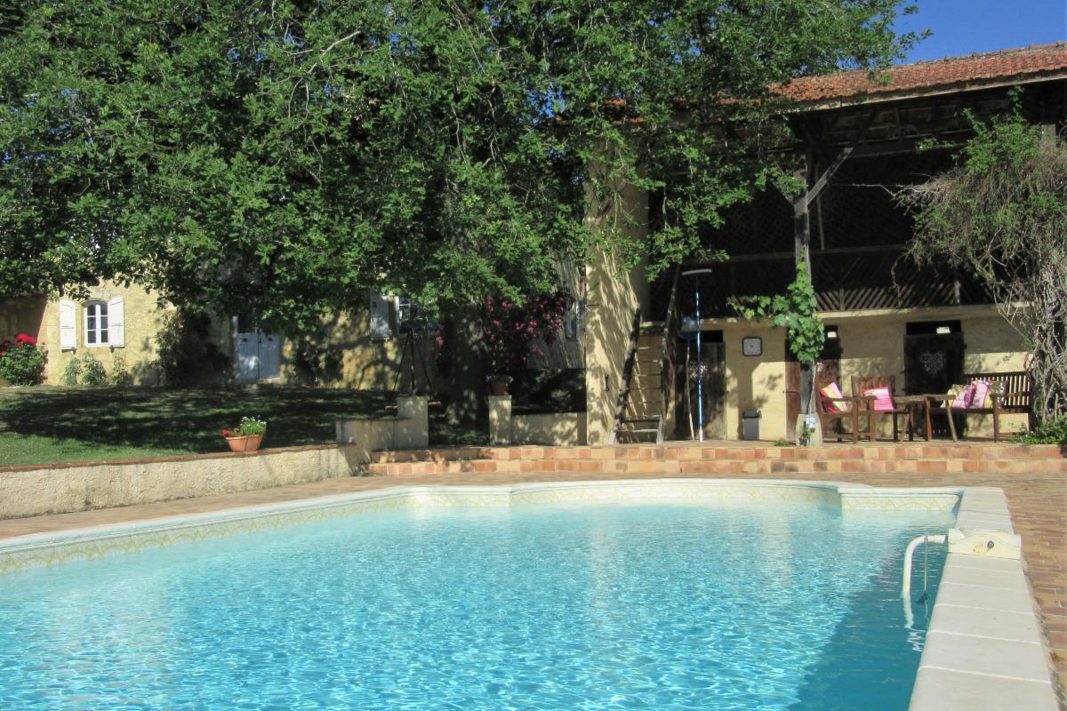 Salle de séjour avec insert - Location de vacances - Bazian
