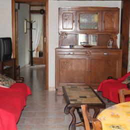 salon et couloir accès chambres - Location de vacances - Goutz