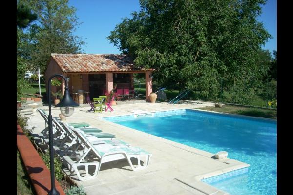 la piscine et le poulailler...!!! - Location de vacances - Saint-Cricq
