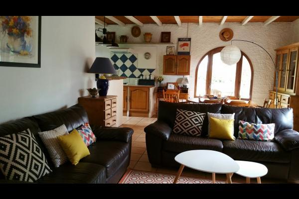 une partie de la cuisine... - Location de vacances - Saint-Cricq