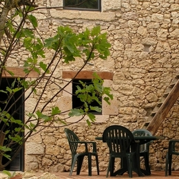 terrasse avec salon de jardin  - Location de vacances - Lectoure