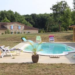 Extérieur piscine Gîte - Location de vacances -