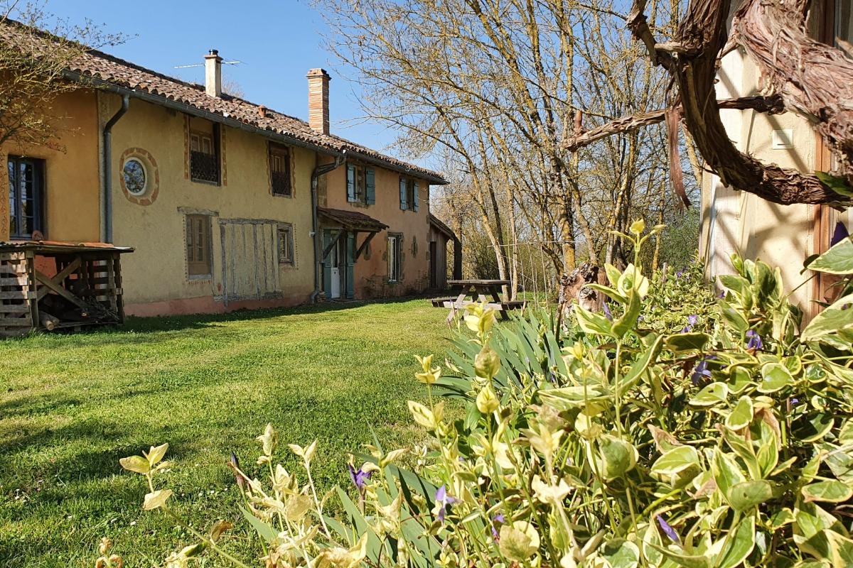 Grand gîte - salon d'inspiration marocaine en terre crue et tadelakt - Location de vacances - L'Isle-Arné