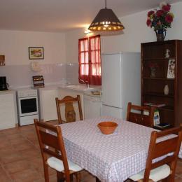 Cuisine et séjour - Location de vacances - Aignan