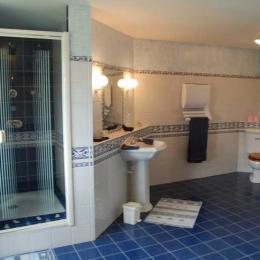 Chambre du Photographe - salle de bain - Chambre d'hôtes - Aignan