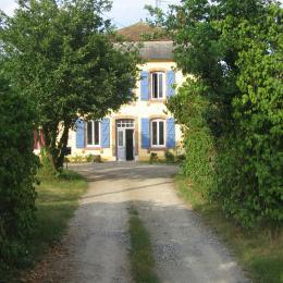 Vue de la maison à votre arrivée - Chambre d'hôtes - Mirande