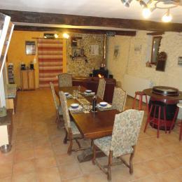 Salon à Manger avec poele a bois - Chambre d'hôtes - Viella