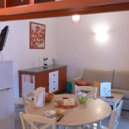 Coin Repas  et Canapé lit en 160 - Location de vacances - Mauvezin