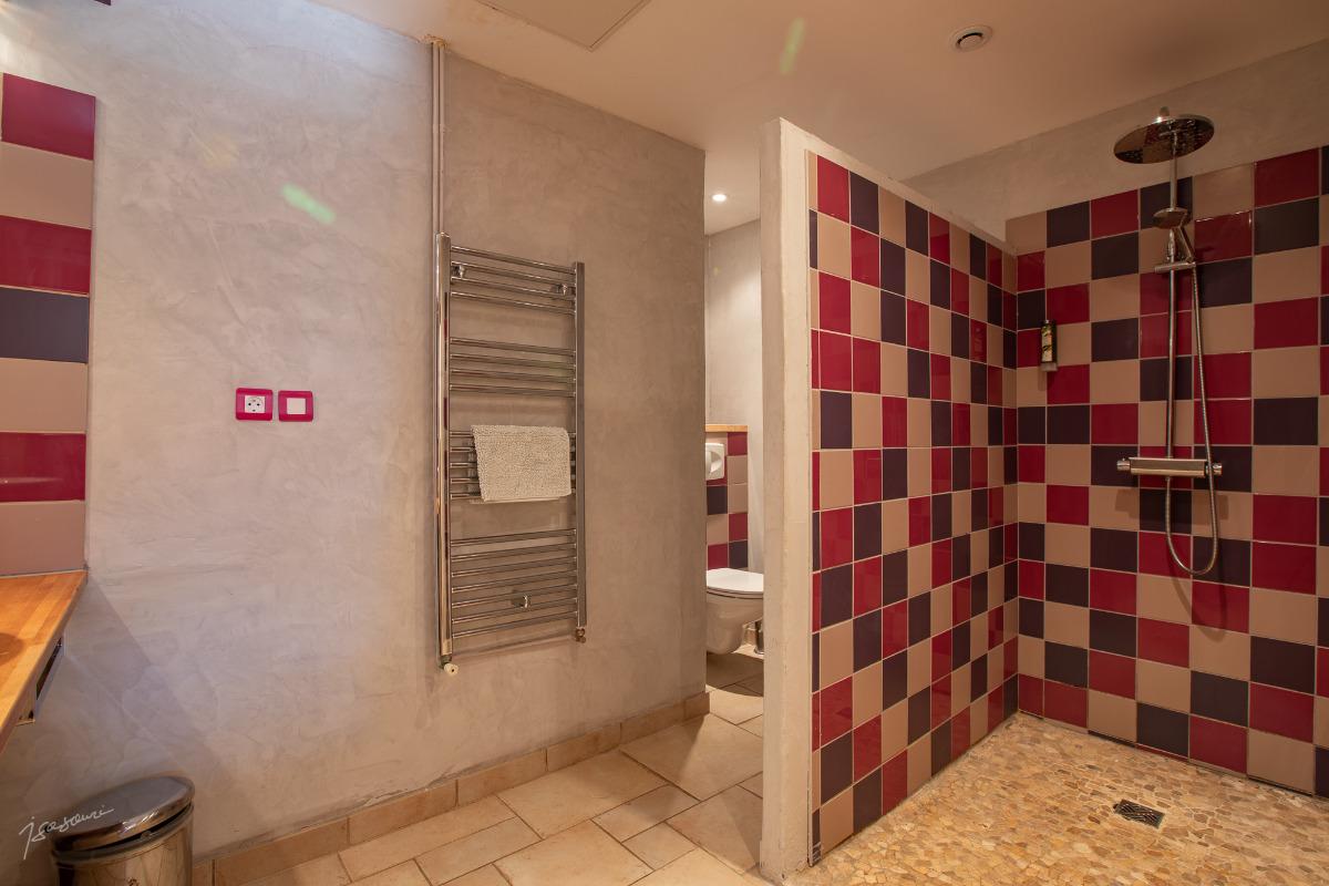 salle de douche à l'italienne et wc - Chambre d'hôtes - Montréal