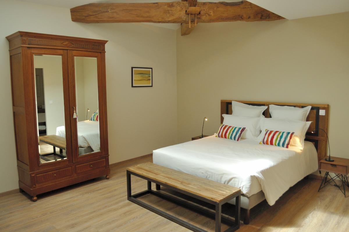Chambres d'hôtes de charme et location de cabriolets anciens - Chambre d'hôtes - Saint-Puy