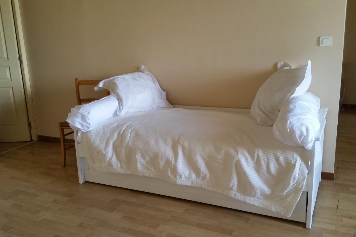 lits gigognes : deux couchages - Chambre d'hôtes - Magnas