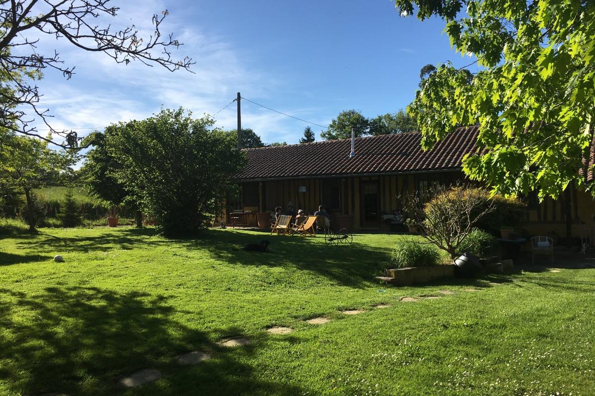 Façade de la maison style Gascon avec Colombage - Location de vacances - Berdoues