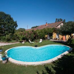 Bâtiment principal du propriétaire (sur place) avec gîte(80m2) à côté - Location de vacances - Berdoues