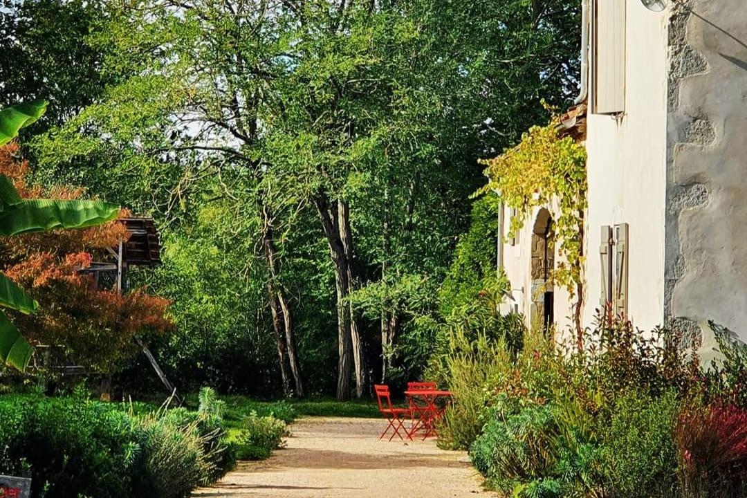 Lassenat éco-maison d'Hôtes en Gascogne dans son cadre de verdure - Location de vacances - Justian