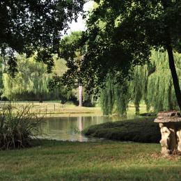 Parc avec ruisseau, canaux, et lac de 5 ha  - Location de vacances - L'Isle-Arné