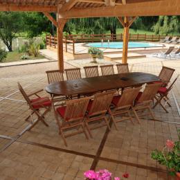 Coin repas pool-house  - Location de vacances - L'Isle-Arné