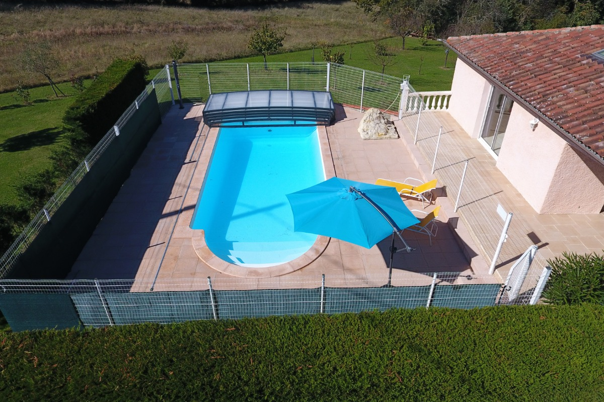 Vue aérienne piscine - Location de vacances - Gazax-et-Baccarisse