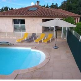 Salon de jardin en terrasse  - Location de vacances - Gazax-et-Baccarisse
