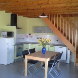 chambre 2 à l'étage. 3 lits 90x190 - Location de vacances - Lauraët