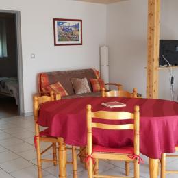 Coin Salon - Salle à manger - Location de vacances - Escornebœuf
