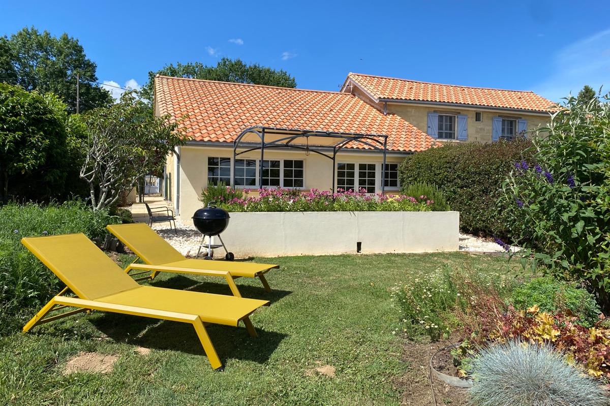 Le Pigeonnier - Chambre  parentale N°4 au 1 er étage - avec salle d'eau privée ( lavabo, douche et WC) - Location de vacances - Saint-Caprais-de-Bordeaux