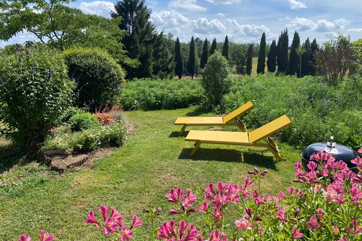 coin repas et cuisine ouverte du Pigeonnier - Location de vacances - Saint-Caprais-de-Bordeaux