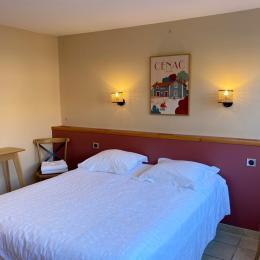 chambre du Pigeonnier : rez de chaussée (taille du lit 1,6M x 2M) - Location de vacances - Saint-Caprais-de-Bordeaux