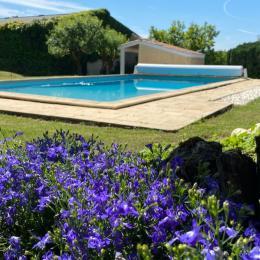 Chambre lit simple  ( 1Mx 2M) rez de chaussée avec sa salle d'eau ( douche, WC, lavabo) - Location de vacances - Saint-Caprais-de-Bordeaux