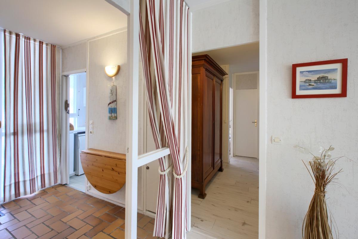 Entrée et couloir desservant la partie nuit - Location de vacances - Arcachon