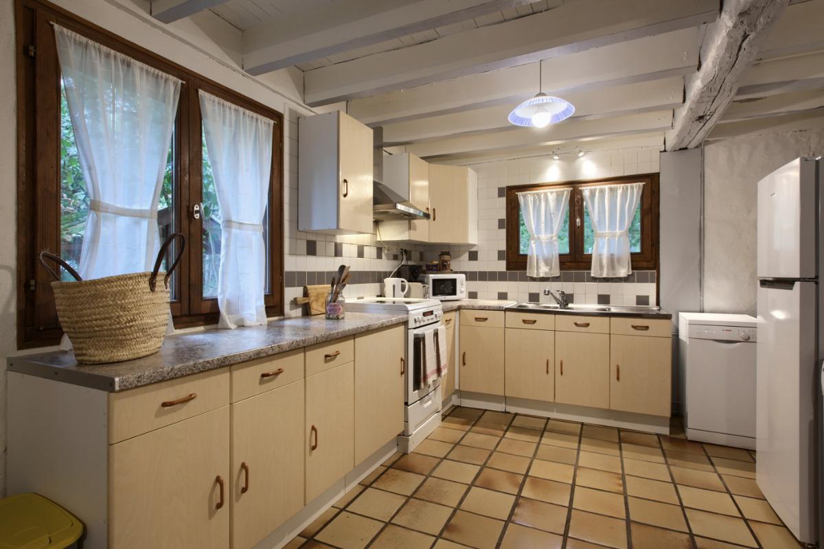 Cuisine, plaques vitro-céramique - Location de vacances - Mios