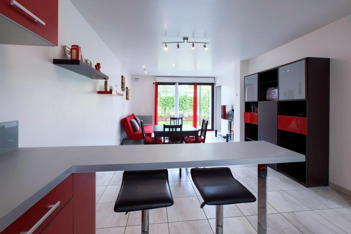 appartement moderne et confortable location vacances b gles cl vacances. Black Bedroom Furniture Sets. Home Design Ideas