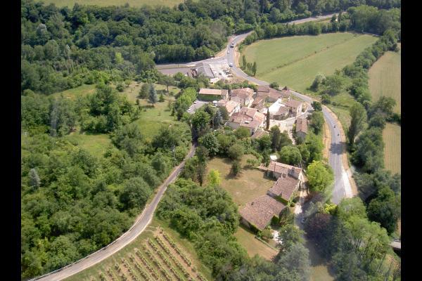 Situé dans un hameau au milieu des vignes, ambiance tres nature - Location de vacances - Haux
