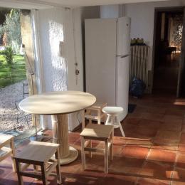 coté  repas dans la cuisine - Location de vacances - Le Tourne
