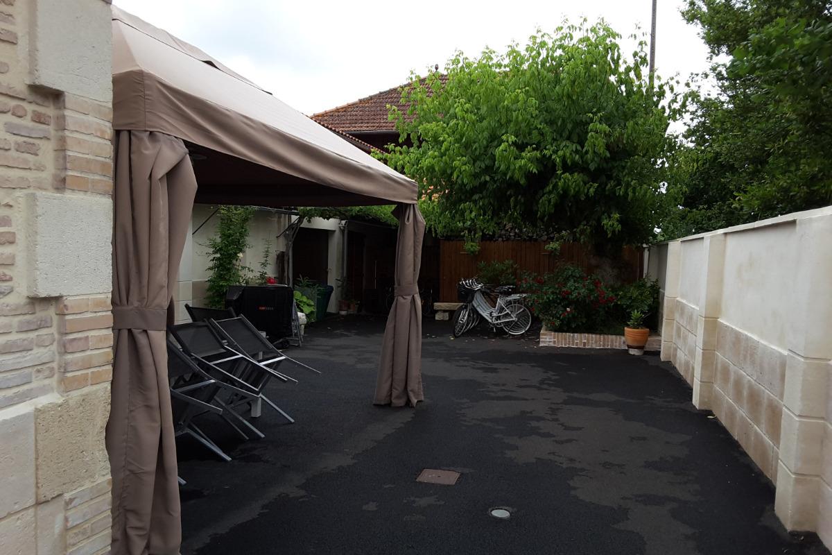 Cour vue du portail - Location de vacances - Hostens