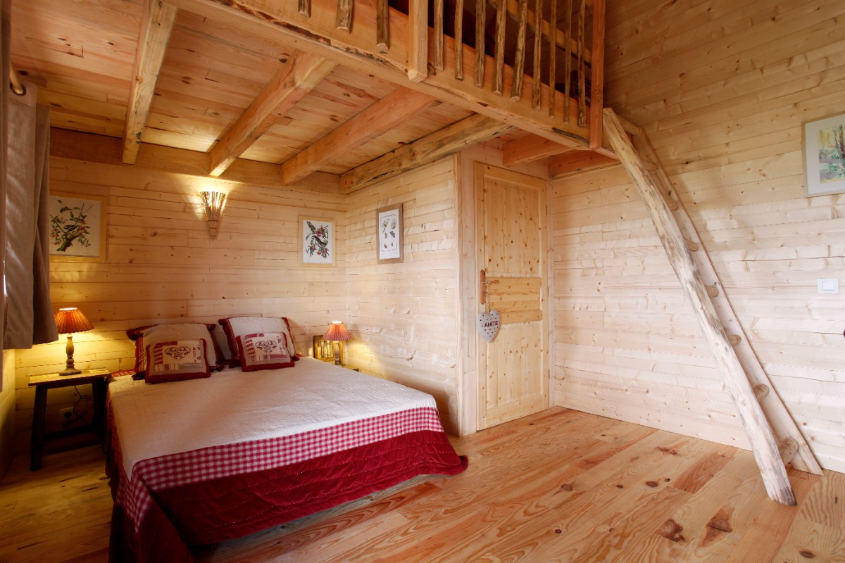 Les cabanes des benauges le jaugas arbis cl vacances for Camping le bois joli la chambre