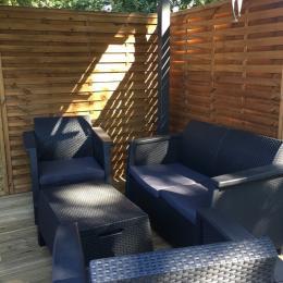 Salon et table de jardin sous la tonnelle. - Location de vacances - Andernos-les-Bains