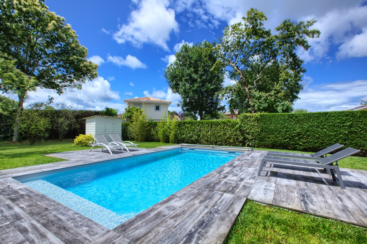 Transats pour farniente au bord de la piscine chauffée - Location de vacances - Andernos-les-Bains