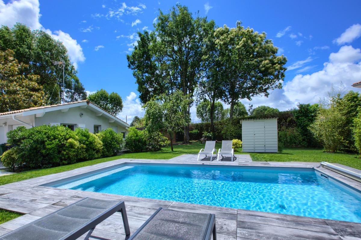 Vue sur l'ensemble du jardin depuis les transats et la location - Location de vacances - Andernos-les-Bains