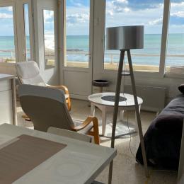 balcon 7 mètres deux tables  - Location de vacances - VALRAS-PLAGE
