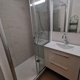 La salle de bain avec baignoire - Location de vacances - Sète