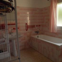 Salle de bains - Location de vacances - Saint-Martin-de-Londres